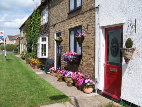Cottages in Howl Lane